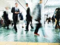 早歩きの人の方が、ゆっくり歩く人よりも最大15年長生きする可能性が示唆される(英研究)