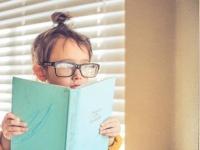 本として、読まれる。Photo by Monica H. from Flickr