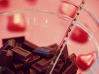 義理じゃないんです! 気になる会社の人に本命チョコをあげる方法4選