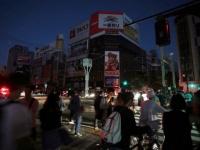 北海道胆振東部地震の影響で停電が続く札幌市内の様子(写真:毎日新聞社/アフロ)