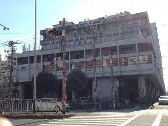 大阪の日雇い労働者が集う「あいりん労働福祉センター」