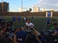 9月4日、プノンペンのオリンピックスタジアムで行われた初練習時のインタビュー(小市琢磨提供)