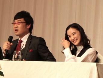 蒼井優(左)と山里亮太