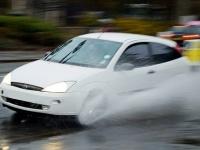 もし豪雨で車が水没したら!?対処法はどうする?