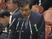 2017年7月24日の国会で答弁する柳瀬唯夫元首相秘書官