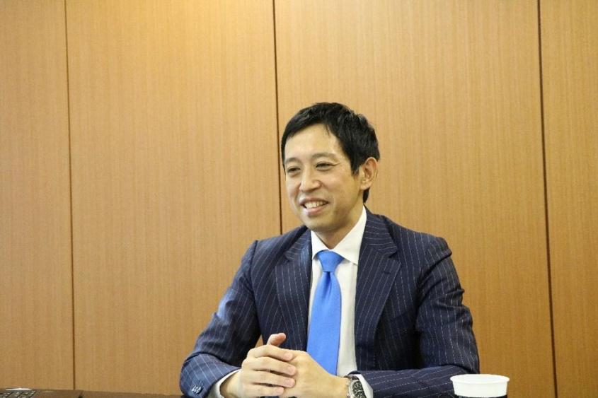 『新しい働き方 幸せと成果を両立する「モダンワークスタイル」のすすめ』の著者、越川慎司氏