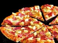パイナップルのトッピングを拒否したピザ店が注文客に返金