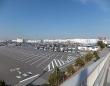 メッセ大橋歩道橋から見たイオンモール幕張新都心全景。(掬茶さん撮影、Wikipedia Commonsより)