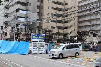 川崎・簡易宿泊施設の火災現場(写真/村田らむ)