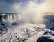 ナイアガラの滝の水面も凍るほどの寒波が日本到来か