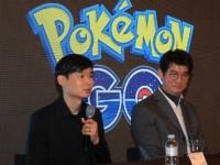 韓国での「ポケモンGO」リリースについて記者会見を行うナイアンティックのデニス・ファン氏(左)(写真:YONHAP NEWS/アフロ)