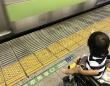 満員電車にベビーカー(画像はイメージ)