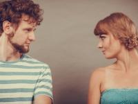 恋人とケンカしたら自分から謝る? 相手が謝ってくるのを待つ? 大学生の多数派は