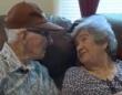 悲しくもドラマチック。長年共に過ごした老夫婦が同じ日に天国へ旅立つ。