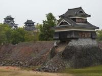 地震被害を受けた熊本城(UPI/アフロ)