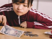現役大学生の貯金額を調査! 一人暮らし&実家暮らし学生が貯めている金額は?