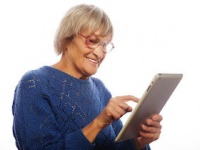 タブレット使用者の7割以上が首や肩に凝り