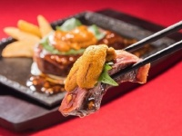 ステーキガストのうに&イチボの熟成赤身ステーキ