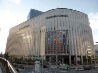 ヨドバシ梅田店(Tokumeigakarinoaoshimaさん撮影、Wikimedia Commons