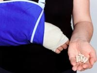 ビタミンDやカルシウムのサプリを飲んでも骨折は防げない(depositphotos.com)