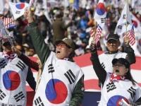 朴槿恵前大統領の逮捕に伴う抗議デモの様子(写真:AP/アフロ)