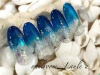 寒い冬のネイルにピッタリ♡ブルー系カラー×ラメの鮮やかネイル
