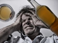 コルサコフ症候群は慢性アルコール中毒患者に多い(shutterstock.com)
