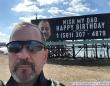 鳴りやまない電話。見知らぬ人から「おめでとう!」の嵐。父親の誕生日に2人の息子が仕掛けたサプライズ(アメリカ)