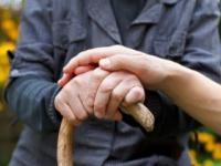 日本のパーキンソン病患者は約15万人(shutterstock.com)