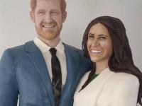 ヘンリー王子とメーガン・マークルの実物大ケーキが登場(c)Facebook