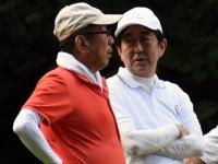 安倍首相と加計孝太郎氏(Kodansha/アフロ)