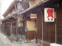 古くからある質屋の店構え(「Wikipedia」より)