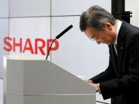 2期連続の巨額赤字に陥ったことを発表するシャープ・高橋興三社長(ロイター/アフロ)