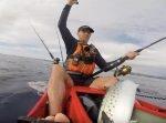 「大物を釣り上げたぜ!」 →その後男性は魚の報復を受けてしまう…!
