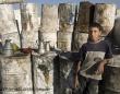 燃料工場で働く13歳のシリアの男の子。© UNICEF_NYHQ2013-0704_Diffidenti