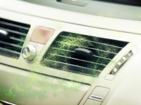 新車から漂うあのイヤ~な臭いの原因は!?臭い除去の方法や消臭グッズも紹介!