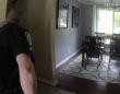 浴室で不審な物音が・・・警察に通報し、銃を構えた警官と警察犬が突入!だがその犯人の正体は!?(アメリカ)