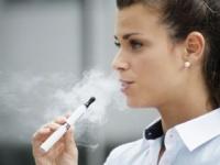 電子タバコの「副流煙」は有害か無害か?(shutterstock.com)