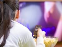 今年の新社会人の休日の過ごし方、最多は「テレビ」&「スマホ」をする【新社会人白書2017】