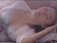 ※イメージ画像:YouTubeトリンプ公式チャンネル 篠原涼子CM 天使のブラ スリムライン【夏篇】より