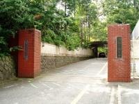 創造学園大学の中山キャンパス正門(「Wikipedia」より)