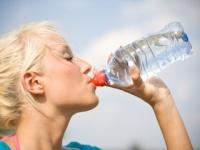 毎日たくさんの水を飲む女性は「尿路感染症」リスクが低下(depositphotos.com)