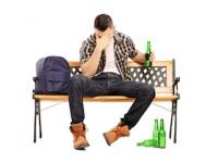 アルコールと頭痛の関係とは?(depositphotos.com)