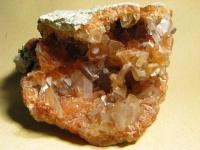晶洞石(しょうどうせき) 画像は「Wikimedia Commons」より引用