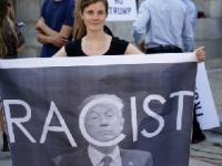 反対派からはレイシストのレッテルを貼られるトランプ大統領(Peter Carney / Shutterstock, Inc)