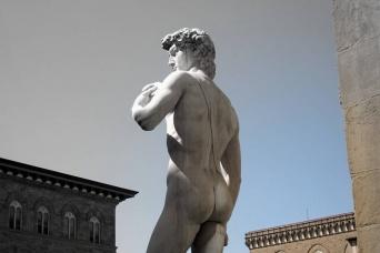 思ったより低かった?ミケランジェロの身長は約157センチ。残された履物から推測
