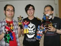 左よりライター・有田シュン、モノブライト・出口博之、ライター・五十嵐浩司
