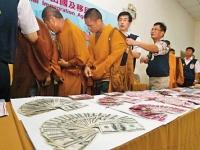 台湾で逮捕されたニセ僧侶。多額の現金を所持していたという