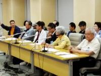 前列左から中澤、熊本、村木、宮坂、山口、和知の各氏(都庁記者クラブ記者会見場)