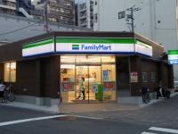 ファミリーマートの店舗(「Wikipedia」より)